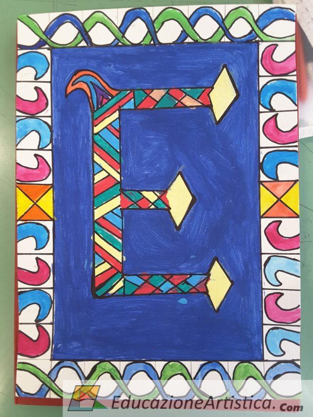 Lettera decorata disegnata da un alunno